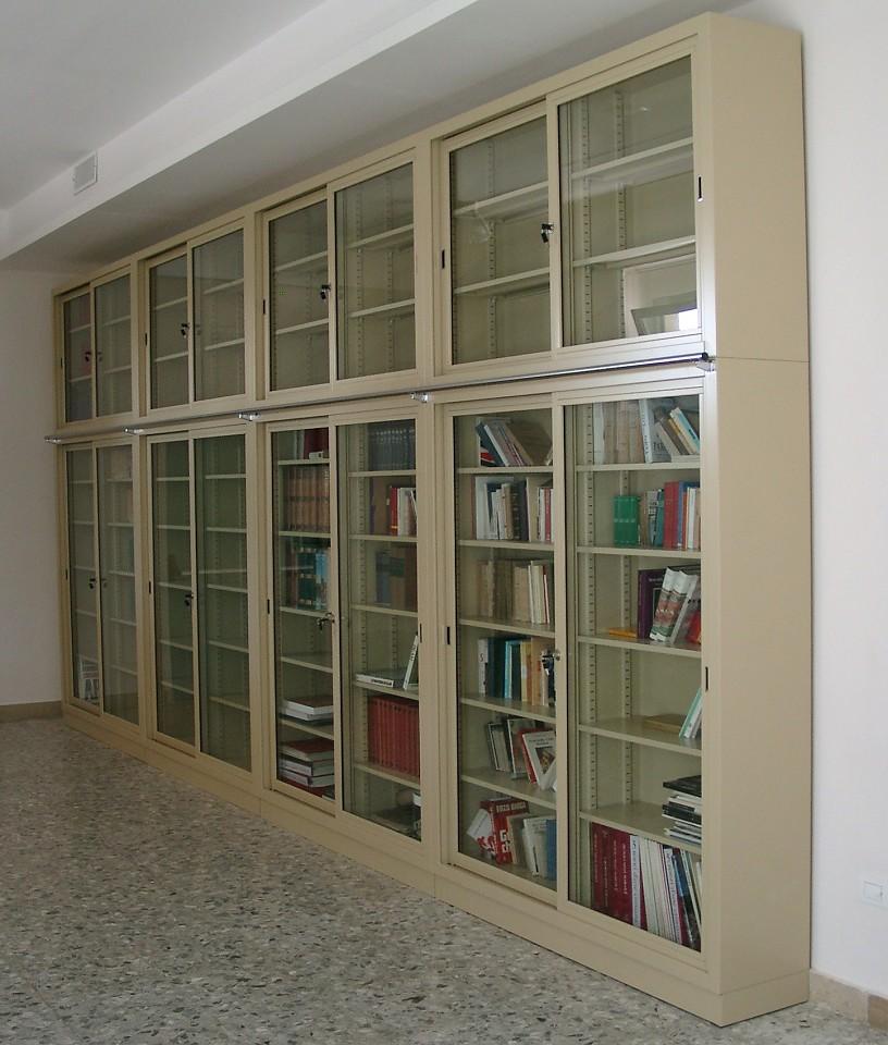 Armadi In Metallo Per Archivio.Tirrenia Srl Armadi E Sopralzi Su Misura In Metallo Archivio