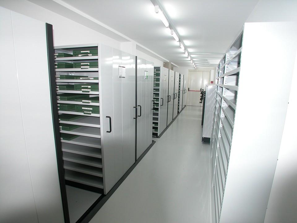 Tirrenia srl scaffali mobili spazio pi scaffalature for Decorazioni autoadesive per mobili